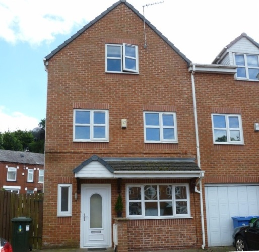 4 bed town house for sale in Middleton